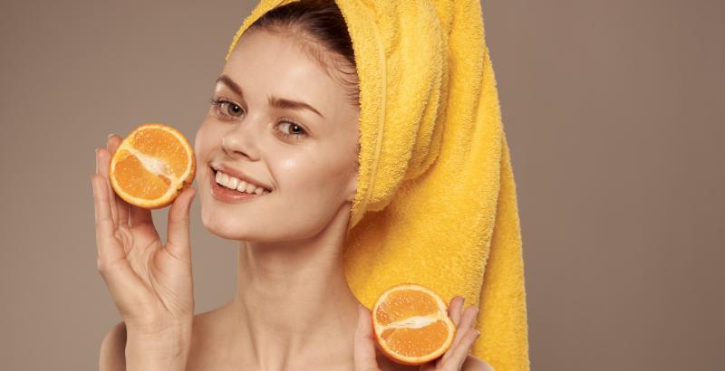 Витамины для волос_девушка с апельсином_kmaxrus.ru_1